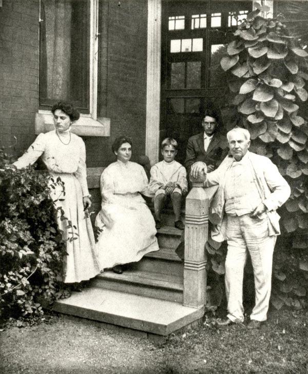 Томанс Эдисон с женой Мине Миллер и детьми