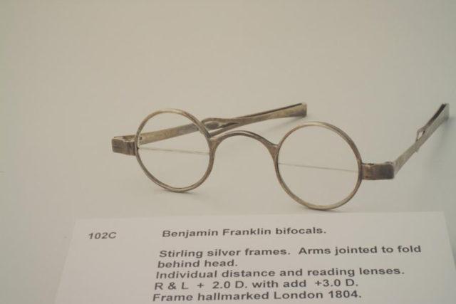 Бифокальные очки изобретенные Франклином