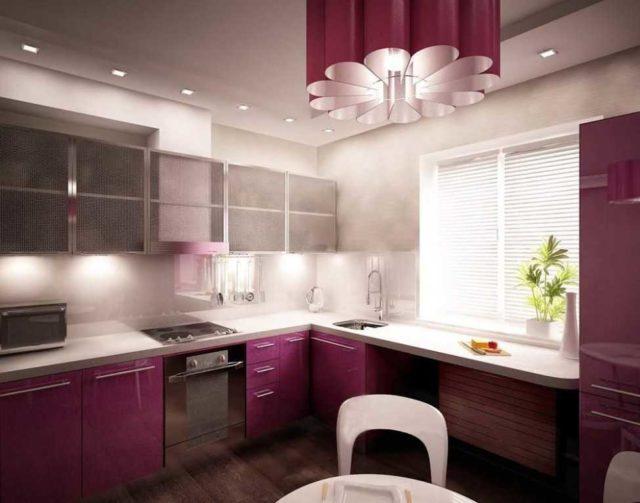 Общее освещение кухни - это люстра или встроенные потолочные светильники