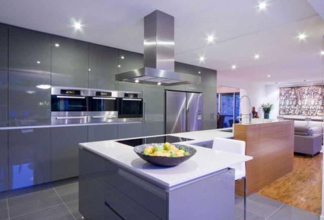 Встроенные потолочные светильники на кухне - для общего освещения