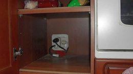 Оптимальный вариант - в шкафчике рядом