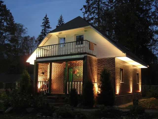 Подсветка домов снаружи - для этого обычно применяют газоразрядные лампы