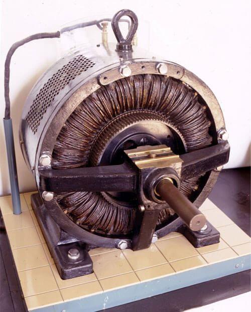 Трехфазный асинхронный двигатель переменного тока разработанный Доливо-Добровольским