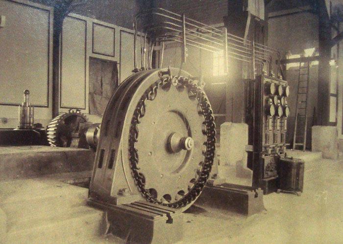 Трехфазный генератор переменного тока разработынный Доливо-Добровольским - был установлен на Лауффенской электростанции