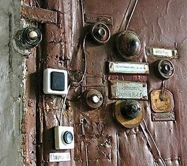 Можно проводной звонок поставить даже на двери....и не один