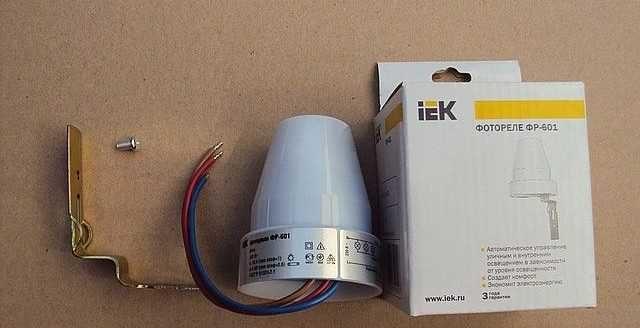 Фотореле IEK со встроенным фоточувствительным элементом