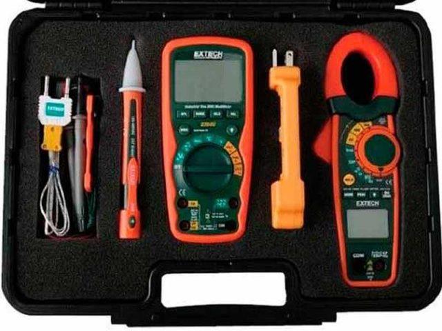 Профессиональные электрики имеют больше измерительных приборов