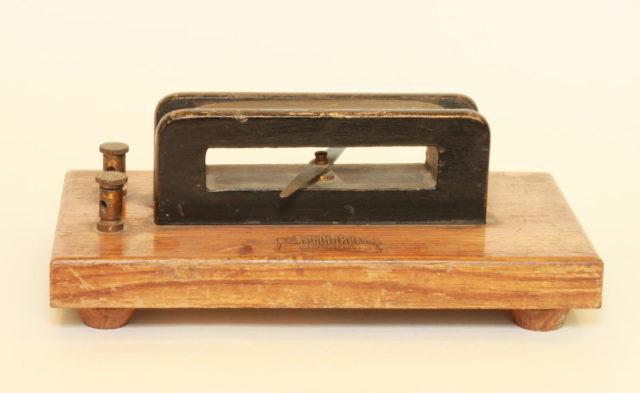 Мультипликатор Швейггера - первый в мире гальванометр