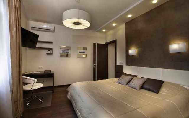 Стиль настенных светильников в одной комнате должен быть единым
