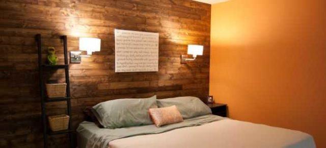 Высота расположения бра над кроватью выбирается индивидуально, но обычно над уровнем пола получается 120-150 см