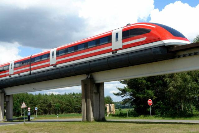 Поезд на магнитной подушке (маглев, магнитоплан) использует электромагнетизм для левитации и обходится без колёс