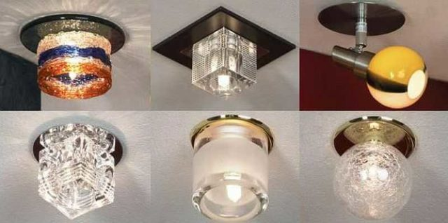 Накладной точечный светильник на потолок крепится к его поверхности