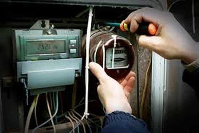 Основной вопрос - кто должен оплачивать замену электросчетчика