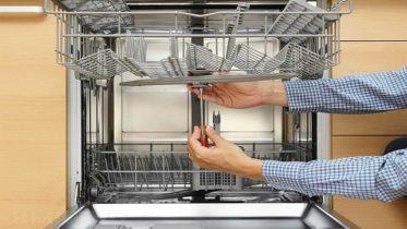 Посудомоечная машина не набирает или не сливает воду - с причинами можно разобраться самостяотельно