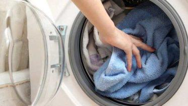 """Сбившееся в кучу белье - тоже возможная причина """"прыжков"""" стиральной машинки"""