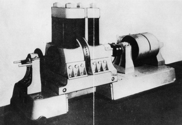 Первый в мире электрогенератор для электрической сварки, построенный по проекту Славянова Н. Г. в 1888 году