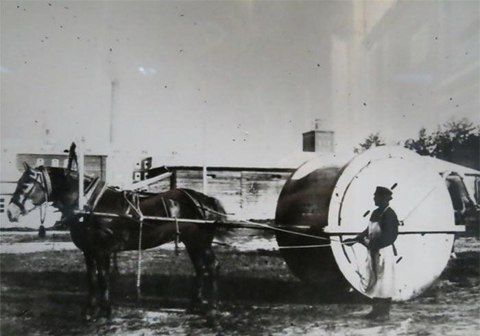 Снаряд для перевозки дров и других тяжестей по бездорожью. Изобретен Н.Н. Бенардосом в 1878 году