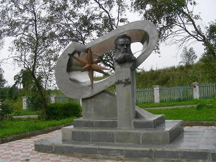 Памятник Бенардосу Лух (Ивановская область)