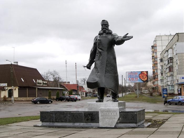 Памятник Бенардосу в городе Фастов (Киевская область, Украина)