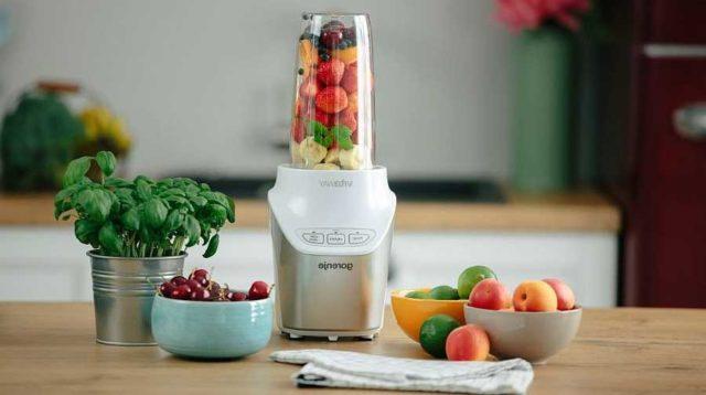 Фитнес-блендер идеален для приготовления смузи и соков с мякотью