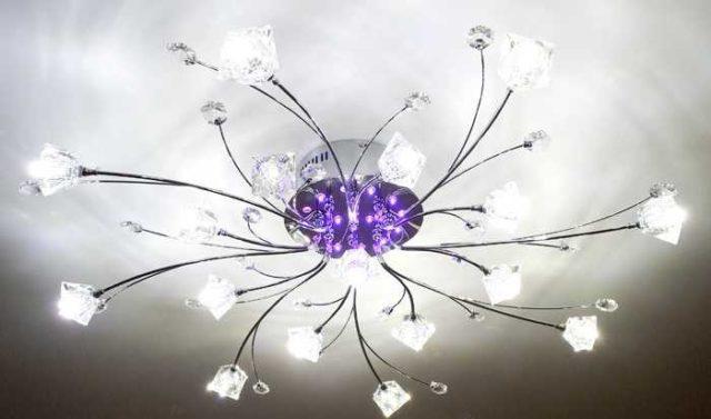 Вот такие галогенные люстры были популярны, да и сейчас есть похожие варианты