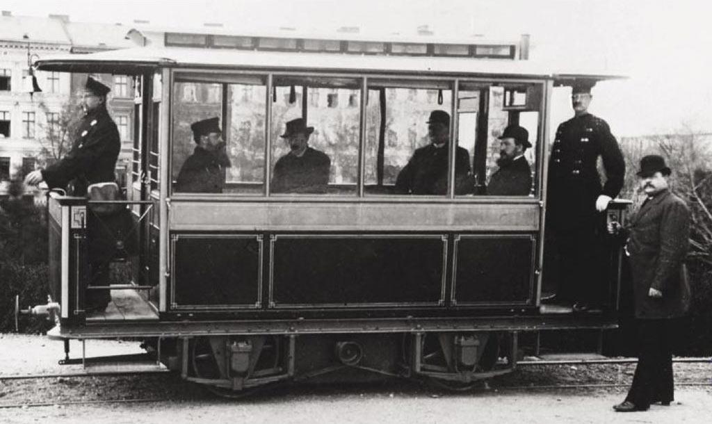 Первый электрический трамвай в мире, построенный фирмой Siemens & Halske в 1881 году