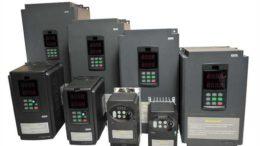 Выбирают по мощности подключаемого оборудования (должен быть запас не менее 20%) и по току (тоже с запасом)