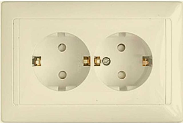 Двухгнездовая (сдвоенная) розетка внутреннего монтажа со шторками