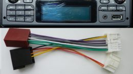 Многие автомагнитоллы комплектуются переходником для подключения в стандартный разъем